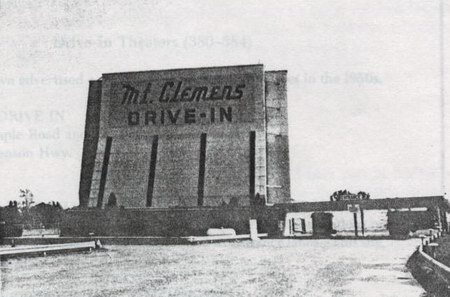 Mt Clemens Drive-In Theatre - SCREEN AND LANES - PHOTO FROM RG